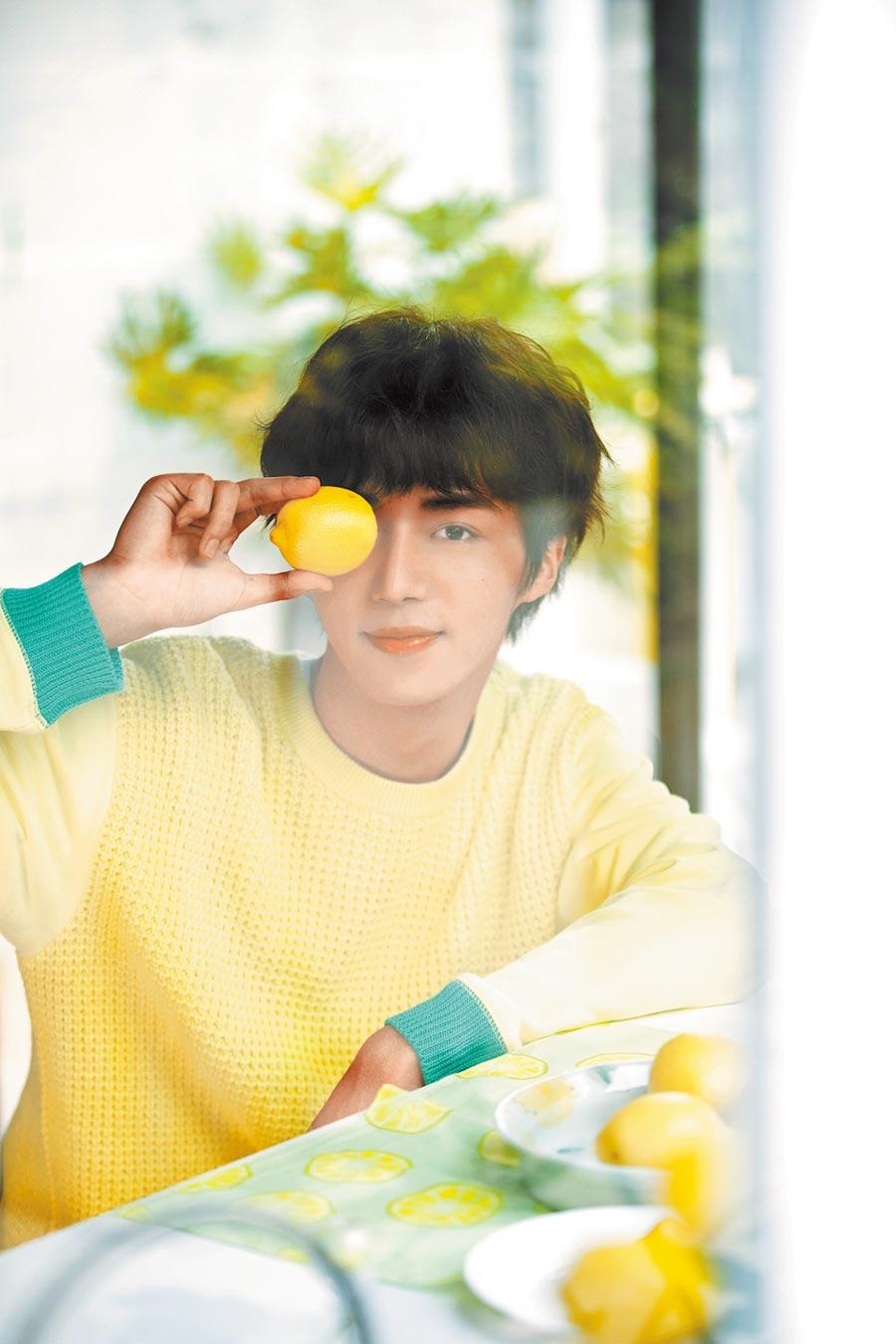 石承鎬近日推出首支單曲〈酸酸的你〉。(愛貝克思提供)