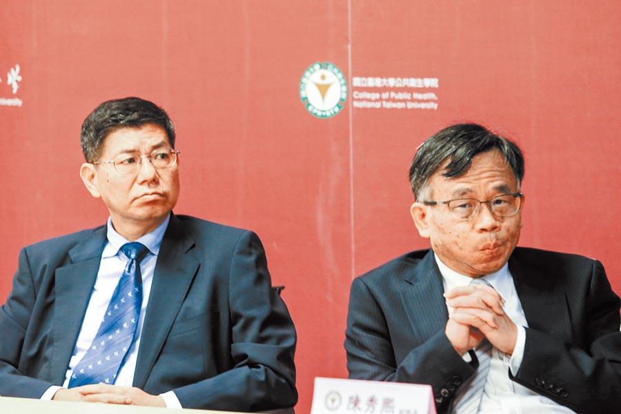 台大公衛學院3月9日抗COVID-19第五周說明會上,台大公衛學院院長詹長權(左)與副院長陳秀熙。(本報系記者鄧博仁攝)