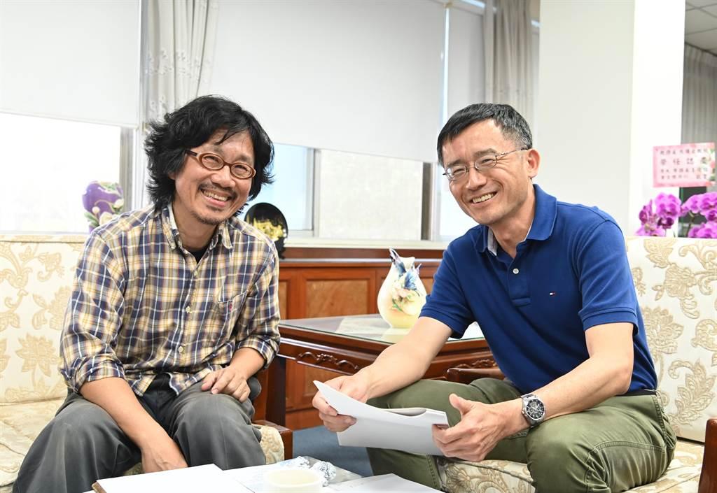 清華大學物理系教授洪在明(左)、化學系教授洪嘉呈皆加入素養題出題陣容。(清華大學提供/邱立雅竹市傳真)