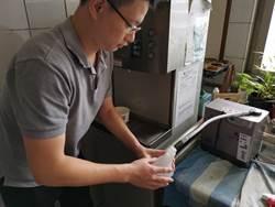台南市警察局裝水神生成機  員警免費領取抗菌液