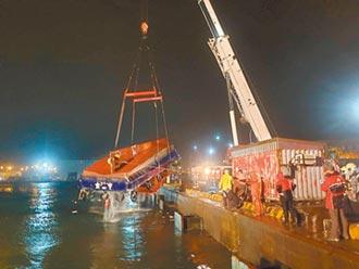 領港船遭撞翻覆 2人墜海亡