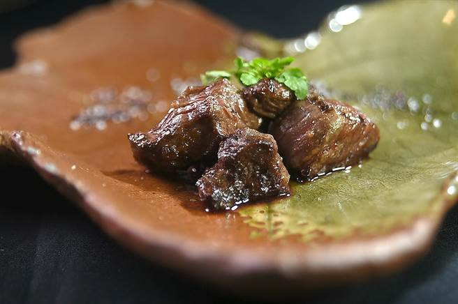 和牛控在〈樂軒和牛割烹〉可以品味以不同手法烹調料理的和牛,發現最繽紛多樣的和牛「表情」。(圖/姚舜)