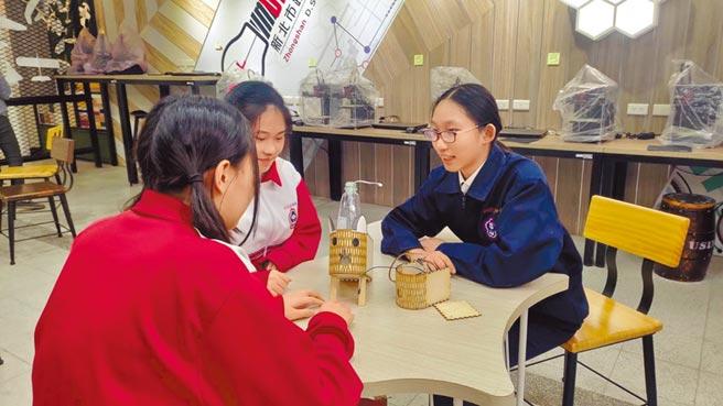 新北中山國中學生自製消毒水霧機。(新北市教育局提供/王揚傑新北傳真)