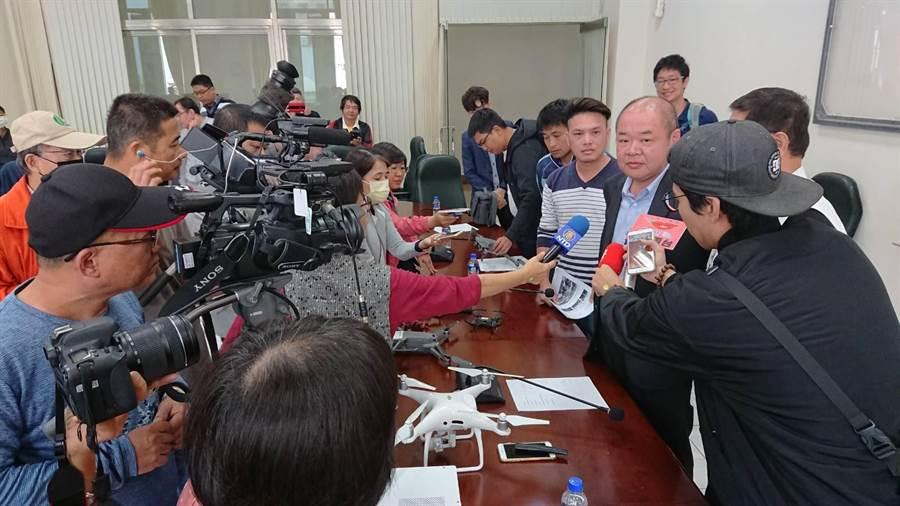 嘉義市議會今召開公聽會,針對無人機管理新制收集民意。反對嘉義市政府將空域暫時劃定為,彰化以南「唯一全面禁飛」縣市。(圖/嘉義市議會、嘉義市飛手提供)