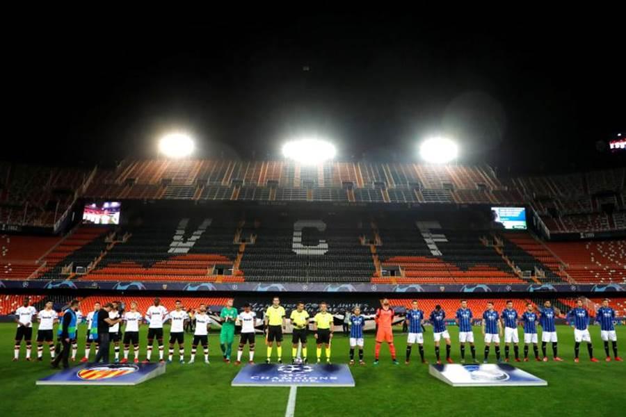 歐冠16強瓦倫西亞主場對亞特蘭大,為了防疫比賽在閉門無觀眾的情況下進行。(路透)