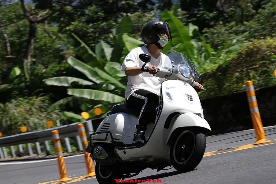 張育賢在休假期間,喜歡騎重機,享受當追風少年的感覺!