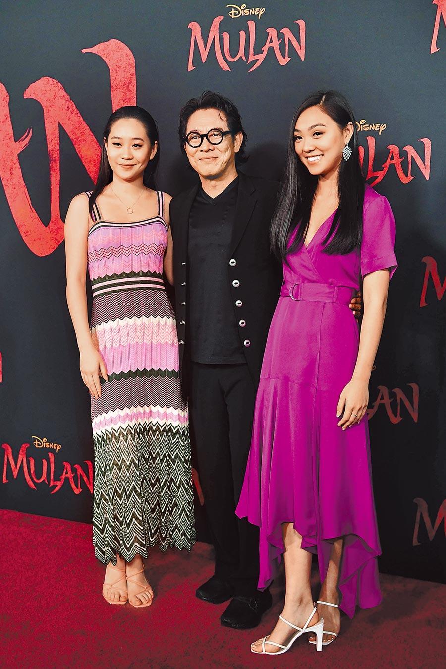 李連杰(中)帶著2個女兒Jane(右)和Jada出席。(法新社)