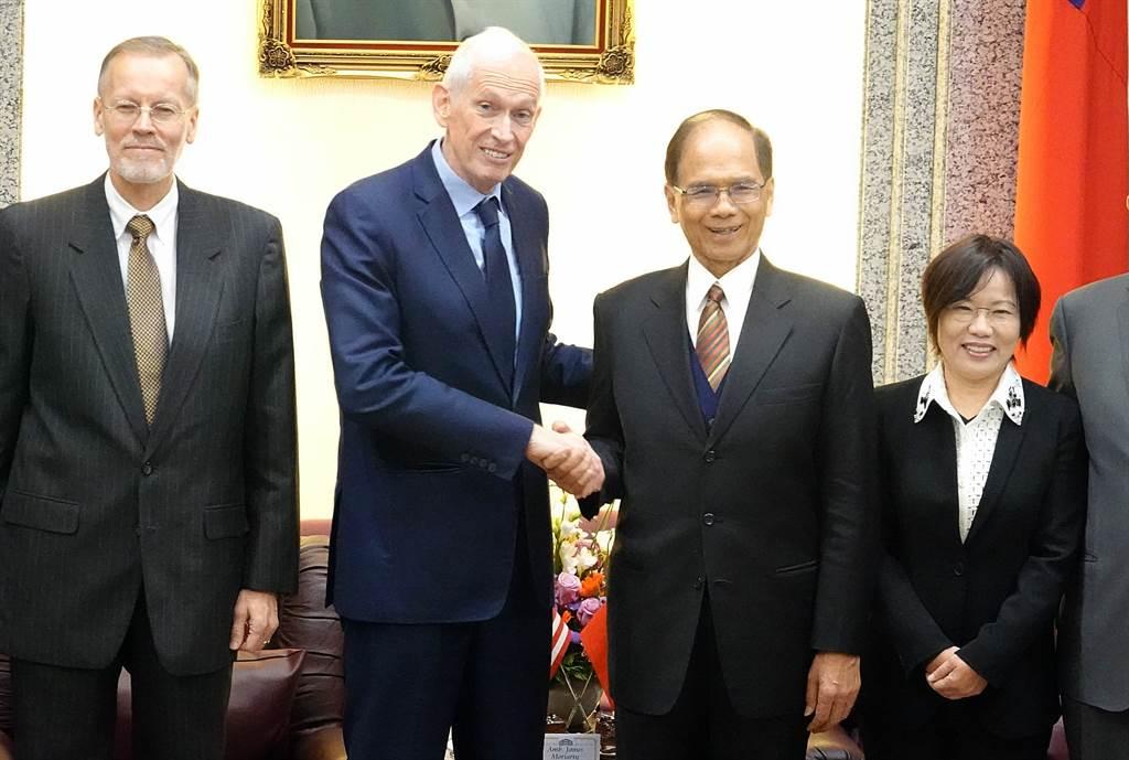 美國在台協會主席莫健(左二)5日前往立法院拜會院長等官員。(姚志平攝)