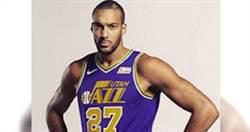 驚!NBA球星故意觸碰麥克風後就中鏢 影劇運動恐掀炸鍋式感染