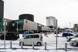 不敵新冠肺炎 北海道觀光巴士公司裁近9成司機