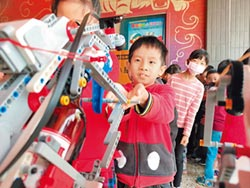 彰化二林興華國小學生 自製防疫機器人