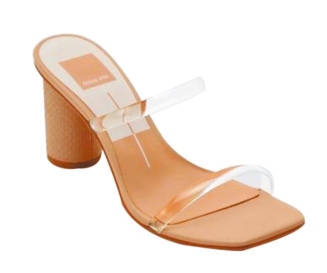 SOGO忠孝館全台首櫃,Anne Klein時尚曲線跟鞋,原價3980元、特價3299元。(SOGO提供)