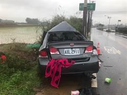 汽車自撞電線桿  駕駛沒事女友滿身血卡副駕亡