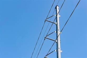 街頭摩擦高壓電線 下1秒被電爆影片曝光