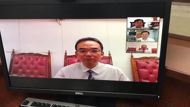 台南市院檢警三位一體,透過網路異地問訊,不讓防疫有破口。(莊曜聰攝)