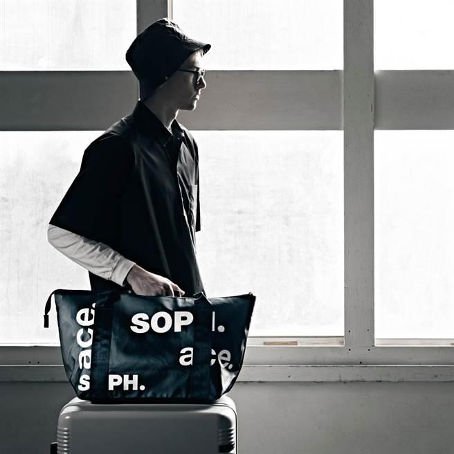 ACE成立80周年,主打日常使用的包袋,至旅行專用的行李箱、旅行配件等。(ACE提供)
