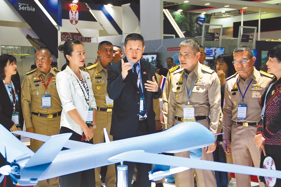 2019年11月18日,泰國國際防務展的中國軍工展區。(中新社)
