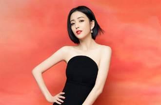 新疆美女佟麗婭辣穿熱褲趴地 一雙鉛筆腿被看光
