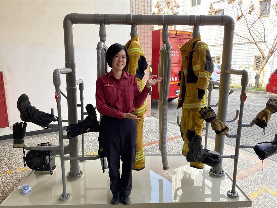 淨心長老生前捐助高雄市消防局人員一批消防衣清洗設備。(高市消防局提供/林瑞益高雄傳真)