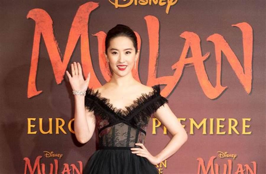 「神仙姐姐」劉亦菲以露齒笑照片,引發外界熱議。(圖/達志影像)