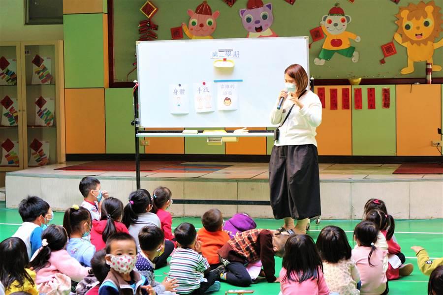 通霄鎮立幼兒園因應防疫,將健康教育知識融入課程。(巫靜婷攝)