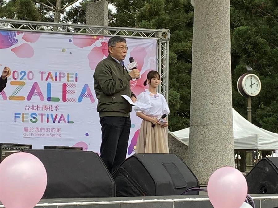 台北市長柯文哲今出席杜鵑花記者會,預估疫情還會持續6個月以上。(游念育攝)