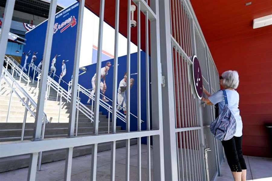 大聯盟昨日宣布取消春訓、延後開幕,球迷想看球賽,可能要等到5月。(路透)