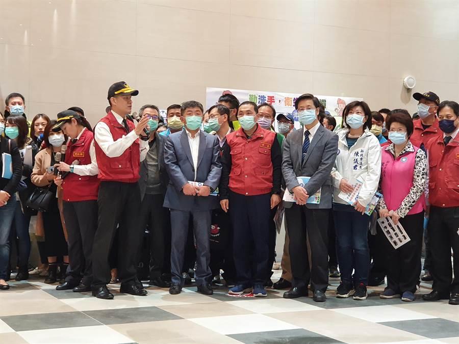 新冠肺炎疫情蔓延全球,新北市政府今(14日)上午9時許舉辦亞洲城市首場新冠肺炎社區感染大規模防疫演習。(葉書宏攝)