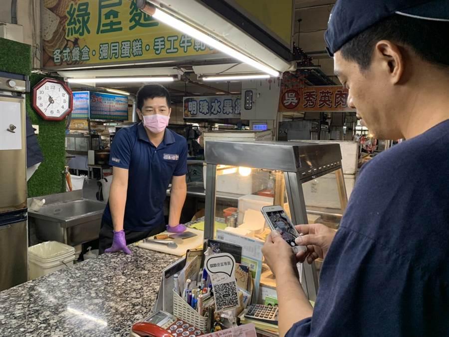 台南市府向經濟部爭取5萬片口罩,配售給59處公有零售市場及15處夜市攤商,攤商不必擔心無處買口罩。(台南市經發局提供/劉秀芬台南傳真)