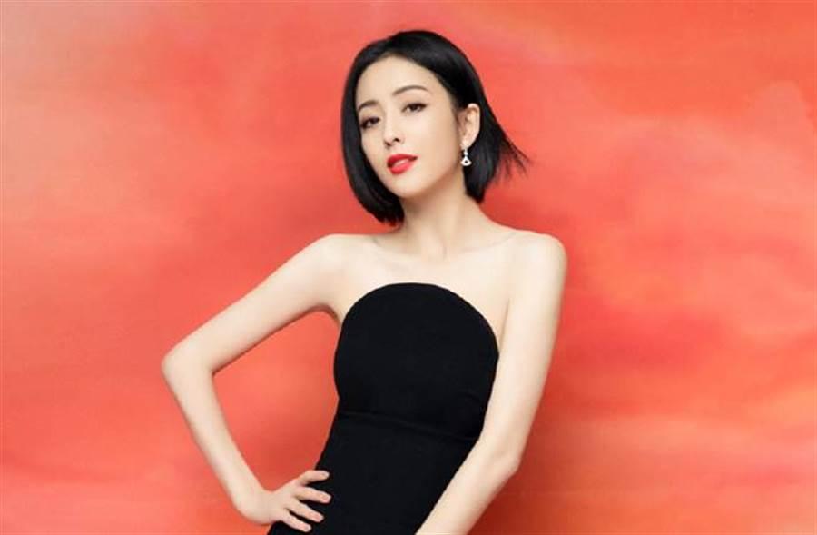 佟麗婭是著名的新疆美女。(圖/取材自Hello佟麗婭微博)