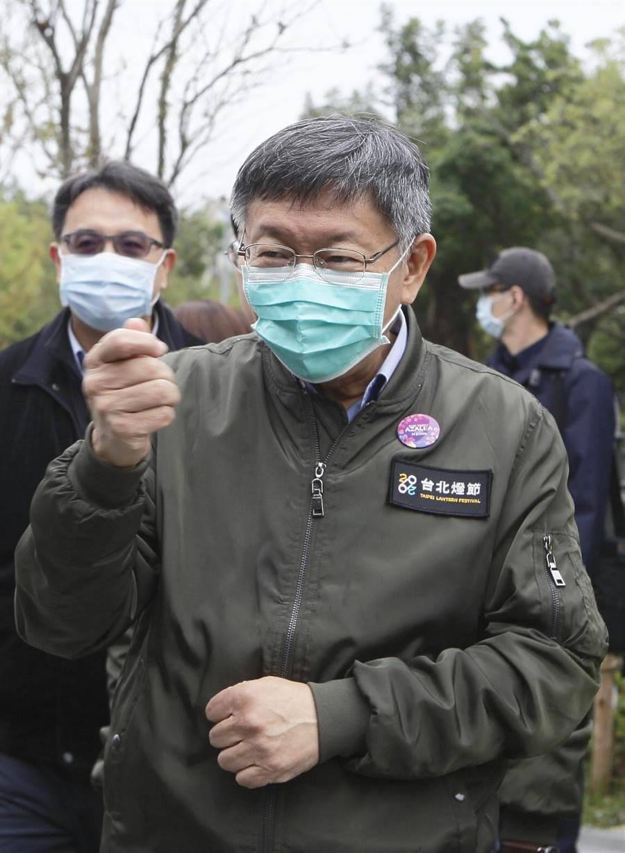 台北市長柯文哲(中)在杜鵑花季記者會回應,消防局報告還沒出來之前,當長官的不要去猜測。(張鎧乙攝)