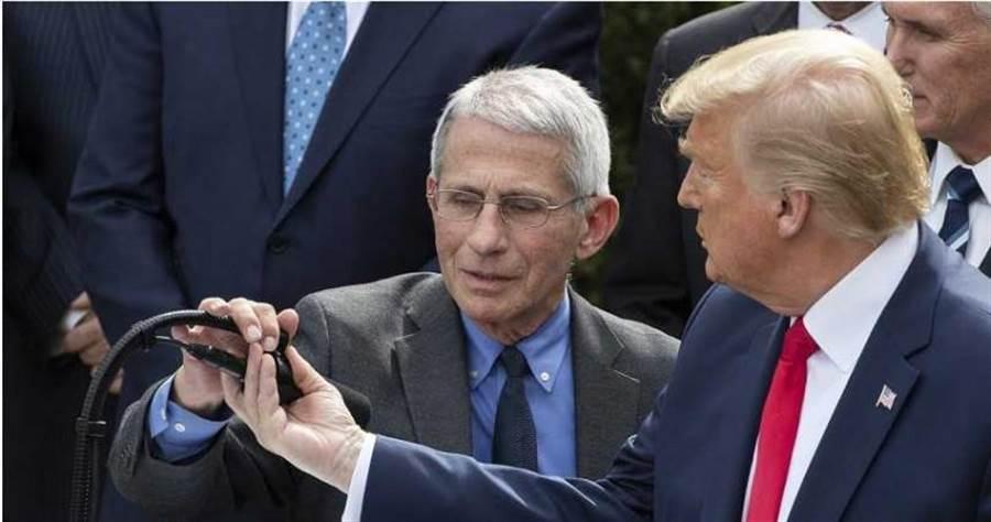 美國國立過敏與傳染病研究院主任佛奇(左)說,必須承認美國的篩檢政策徹底失敗。(圖/美聯社)