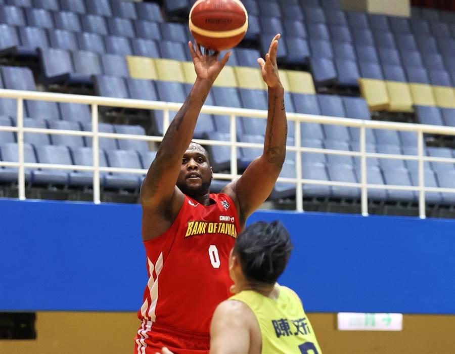 台銀米歇爾14日交出30分、12籃板及5助攻的優異表現。(中華籃協提供/黃及人新北報導)
