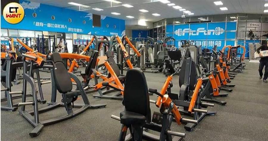 健生中心老闆褚漢元逆勢操作,把健身中心搬到更大的場地,正在整理中。(圖/甯其遠攝)