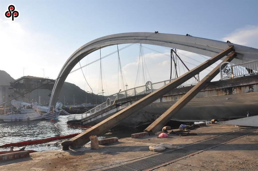 傳公路總局最新調查結果,南方澳大橋未按圖施工。(本報系資料照)