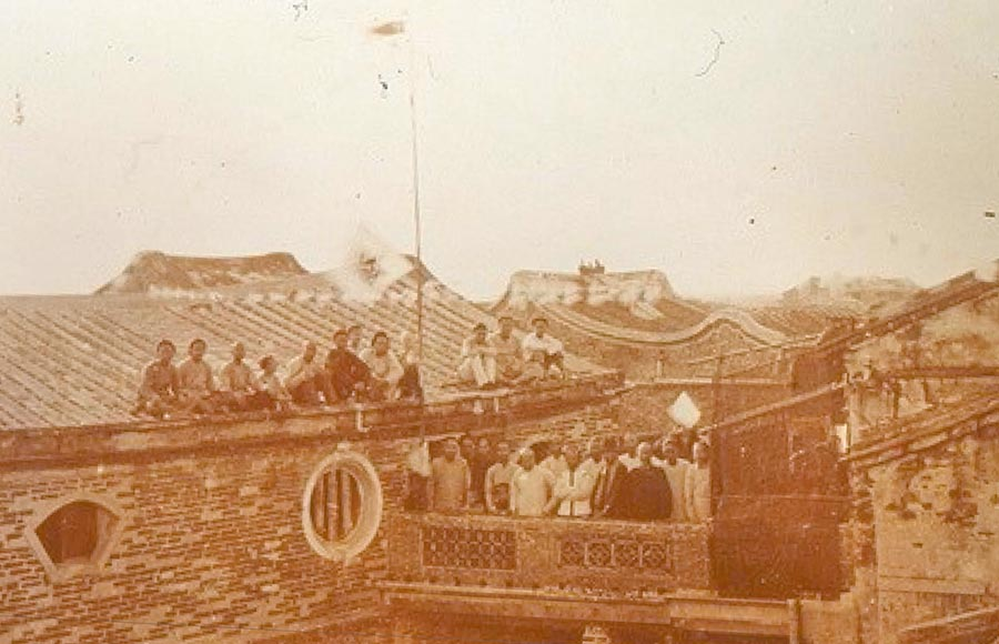 圖為鹿港十宜樓文人雅士聚會的老照片。(彰化縣文化局提供/吳敏菁彰化傳真)