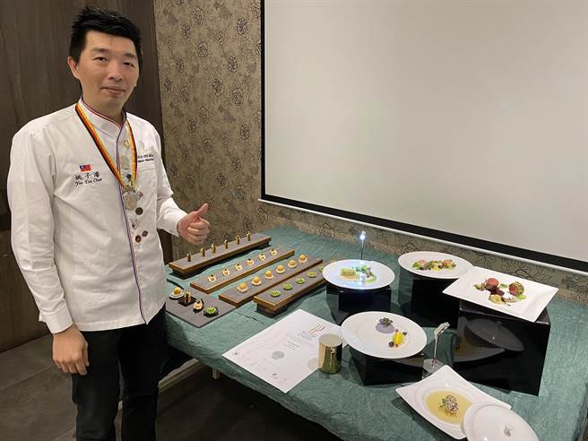 川門子餐飲集團行政主廚姚子濬上月在有「世界廚藝奧運」之稱的德國IKA奧林匹克廚藝大賽中摘銀。(蔡依珍攝)
