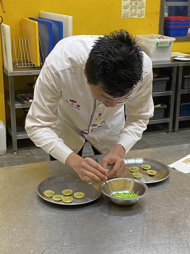 姚子濬以拿手的日式料理手法做成精緻的法式料理,每一道都宛如藝術品般超吸睛。(蔡依珍攝)