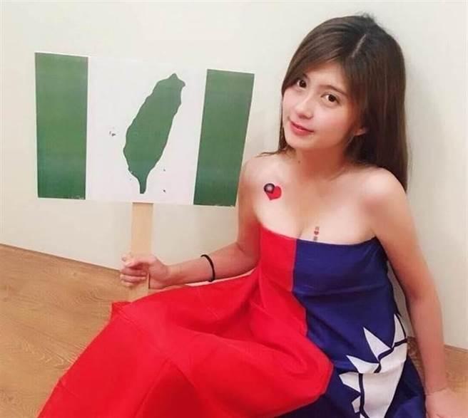 蔡宜芳以國旗裝爆紅。(圖/翻攝蔡宜芳臉書)