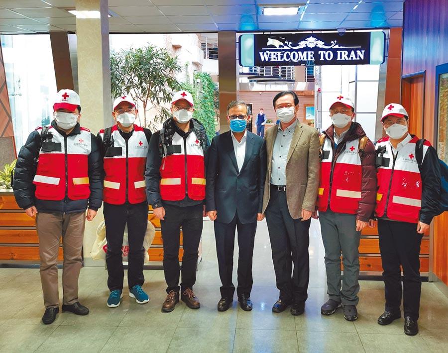 2月29日,大陸紅十字會志願專家團隊抵達伊朗德黑蘭,向伊方介紹相關抗疫經驗。(新華社)