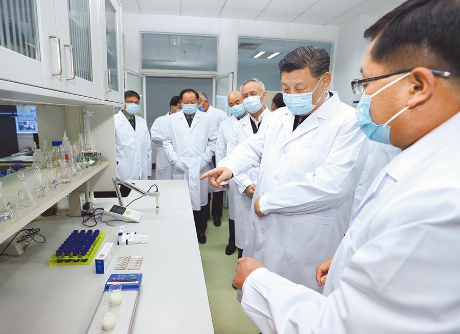 3月2日,大陸國家主席習近平在北京考察新冠肺炎防控科研攻關工作。(新華社資料照片)