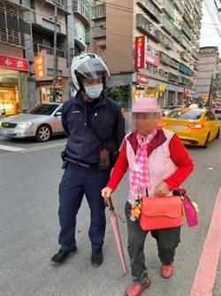 失智老婦徘徊街頭 汐止員警救援助返家