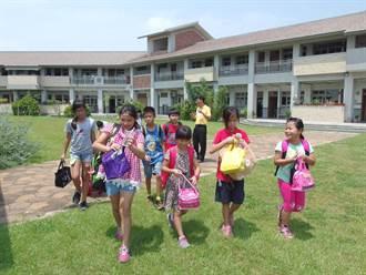 雲林縣配合中央防疫指揮 公私立高中職以下師生禁出國