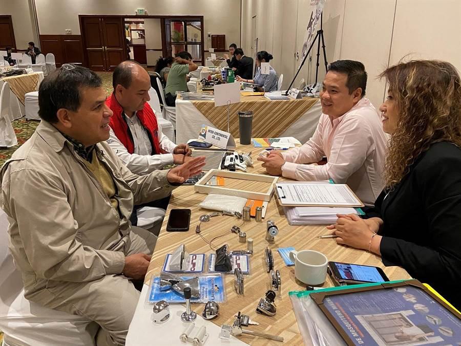 貿協副秘書長林芳苗(前排左5)率台14家廠商赴中南美洲拓銷。(貿協提供)