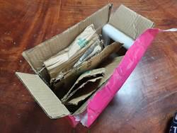 發防疫財 網路社團買口罩花1000元來一盒廢紙