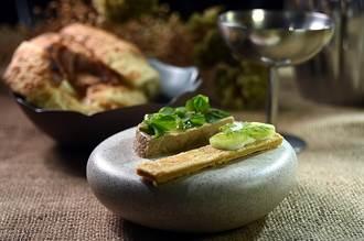 獨》疫情激出料理魂!台北SEASON甜點概念餐廳春季鹹食也吸睛
