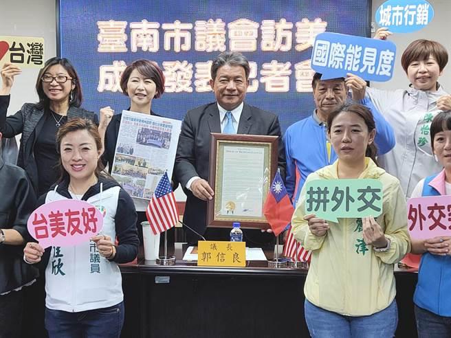 台南市議會議長郭信良、立委陳亭妃率同多位市議員訪美,在佛羅里達州打響台灣的名號。(洪榮志攝)