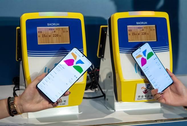 台灣三星與與悠遊卡公司合作的Samsung Pay悠遊卡,今(17日)宣布即將在全台正式開通。(三星提供)