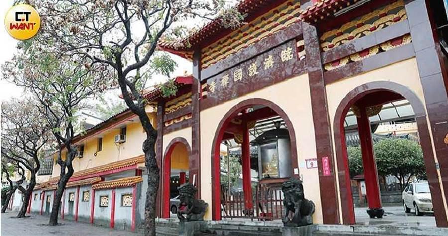 國民政府來台後,臨濟寺寺產被收歸國有,如今該寺每個月要繳交50多萬元「占用」自己土地的補償金。(圖/張文玠攝)