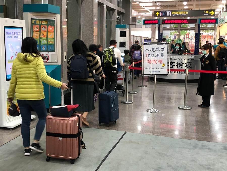 網友散布不實訊息,指台南某餐飲店負責人全家出國,返台後還開店。查證後為假訊息,店家提告。(示意圖/本報系資料照片)